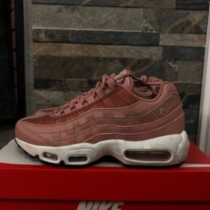 Nike Air Max 95 Rust Pink (W) 7.5 size Boutique